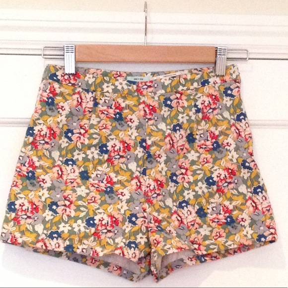 Urban Outfitters Pants - Kimchi Blue High Waisted Floral Shorts sz 2